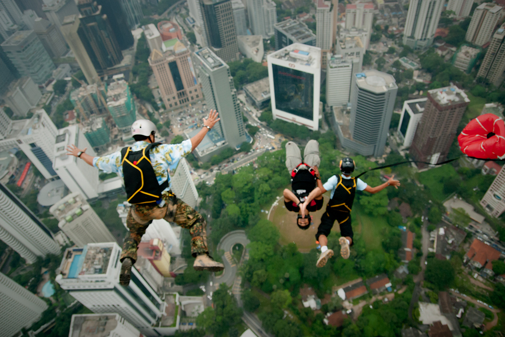 Base-Jumping: Drei Base-Jumper - Foto von leafbug
