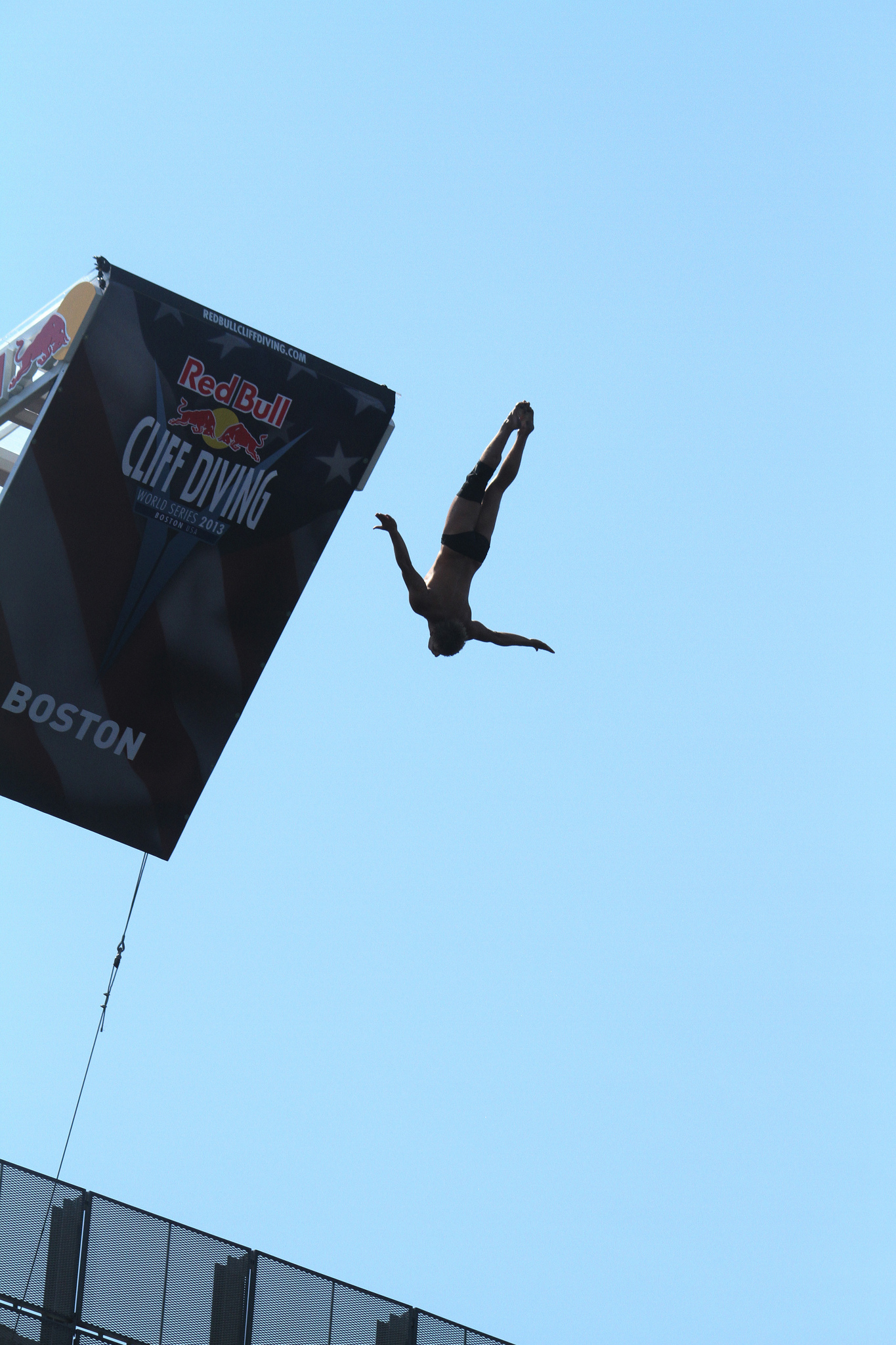 Red Bull Cliff Diving World Series Boston 2013 von digboston CC-BY-2.0